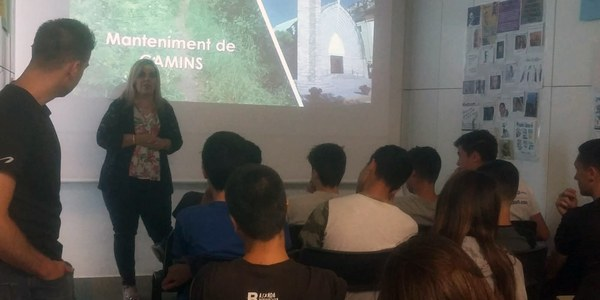 24 joves recuperen camins històrics a l'Alta Ribagorça
