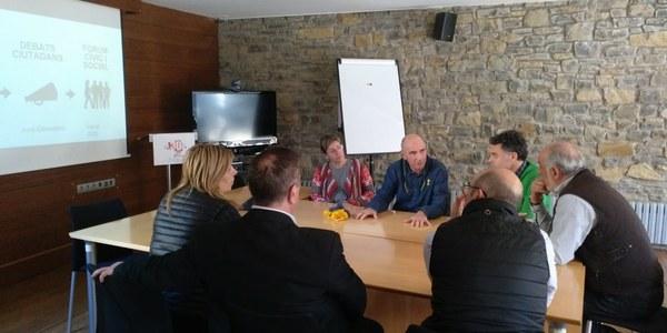 Lluís Llach presenta al Consell d'alcaldes el fòrum cívic i social del debat constituent